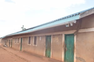 The Water Project: Murwana Primary School -  Gutter Placed On The Roof