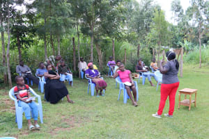 The Water Project: Elukuto Community, Isa Spring -  Team Leader Catherine Addresses The Community