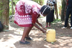 The Water Project: Mwinaya Community, Severe Spring -  Constructing A Leaky Tin Handwashing Point