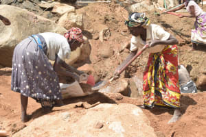 The Water Project: Nzimba Community A -  Digging