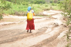 The Water Project: Thona Community A -  Carrying Water Home