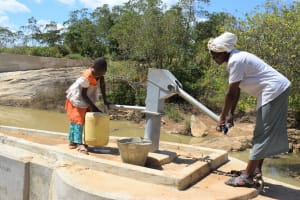 The Water Project: Nduumoni Community A -
