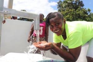 The Water Project: Lungi, Kambia, #6 Bangura St. -  Drinking Clean And Safe Water