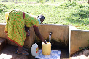 The Water Project: Mbande Community, Handa Spring -  Collecting Water
