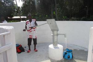 The Water Project: Lokomasama, Gbonkogbonko Village -  Community Member Collecting Water After Pump Installation