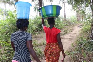 The Water Project: Kamasondo, Masome Village -  Carrying Water