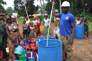 The Water Project: Lokomasama, Gbonkogbonko Village -  Yield Test