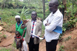 The Water Project: Shihome Community, Peter Majoni Spring -  Assistant Chief Adresses The Community Members