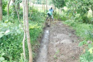 The Water Project: Shianda Township Community, Olingo Spring -  Clearing A Diversion Channel