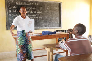 The Water Project: Sulaiman Memorial Academy Jr. Secondary School -  Hygiene Facilitator Teaching About Bathing