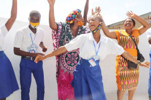 The Water Project: Lungi, Tintafor, St. Augustine Senior Secondary School -  Students Teachers And Market Women Celebrate The Well