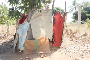 The Water Project: Lungi, Yongoroo, 32 Gbainty Bunlor -  Bath Shelter