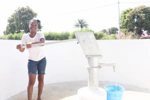 The Water Project: Lungi, Suctarr, #3 Lovell Lane -  Community Member Joyfully Collecting Water