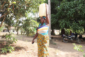 The Water Project: Lungi, Yongoroo, 32 Gbainty Bunlor -  Community Member Caryying Water