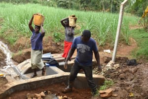 The Water Project: Mukhonje B Community, Peter Yakhama Spring -  Compressing Clay Soil