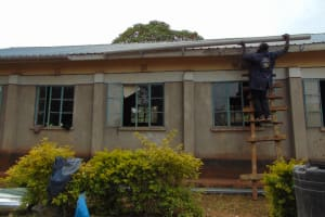 The Water Project: Mwikhupo Primary School -  Affixing The Gutters