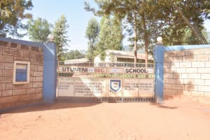 The Water Project: Utuneni Secondary School -  School Gate