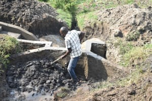 The Water Project: Mabanga Community, Ashuma Spring -  Reinforcing Wallls With Clay