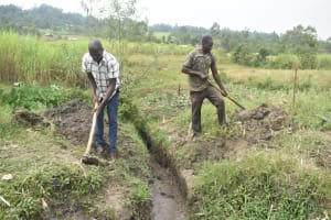 The Water Project: Mabanga Community, Ashuma Spring -  Digging Drainage System