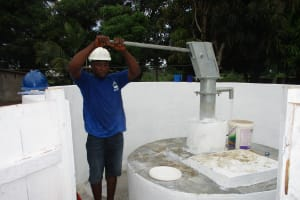The Water Project: Lungi, Suctarr, #47 Kamara Street -  Testing The Pump