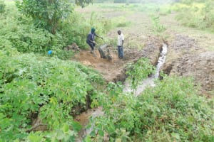 The Water Project: Mwitwa Community, Matiang'i Spring -  Preparing Construction Materials