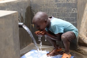 The Water Project: Wepika Community, Musa Mmasi Shikwe Spring -  Drinking Water At The Spring