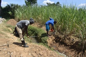The Water Project: Wepika Community, Musa Mmasi Shikwe Spring -  Spring Measurements