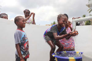 The Water Project: Kamasondo, Robombeh Village, Next to Mosque -  Kids At The Well