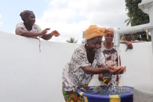 The Water Project: Kamasondo, Robombeh Village, Next to Mosque -  Women Celebrating The Well