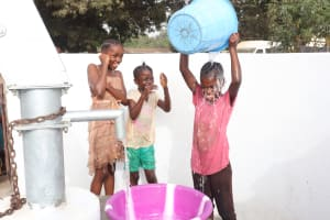 The Water Project: Lungi, Rotifunk, Paramount Chief's Compound -  Kids Dump Water On Themselves