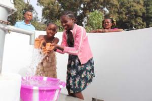 The Water Project: Lungi, Rotifunk, Paramount Chief's Compound -  Kids Splashing Water