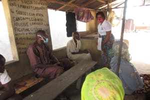 The Water Project: Lungi, Yongoroo, #7 Kamara Taylor Street -  Hygiene Facilitator Teaches About Importance Of Bathing