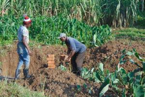 The Water Project: Shisasari Itumbu Community, Mathias Juma Spring -  Community Participation