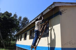 The Water Project: Itabalia Primary School -  Gutter Placing