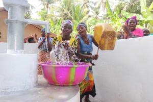 The Water Project: Kamasondo, Masome Village -  Splashing At The Well