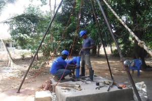 The Water Project: Lungi, Yongoroo, 32 Gbainty Bunlor -  Drilling