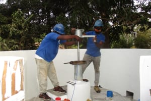 The Water Project: Lungi, Yongoroo, 32 Gbainty Bunlor -  Pump Installation