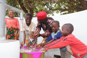 The Water Project: Lungi, Yongoroo, 32 Gbainty Bunlor -  Ward Councilor And Kids Celebrate