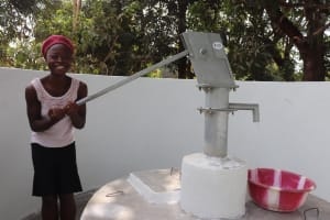 The Water Project: Lungi, Yongoroo, 32 Gbainty Bunlor -  Woman Pumping The Well
