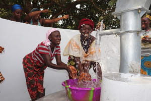The Water Project: Lungi, Yongoroo, 32 Gbainty Bunlor -  Women Splash At The Well
