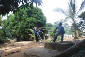 The Water Project: Lungi, Yongoroo, 32 Gbainty Bunlor -  Setting Up Tripod For Drilling