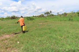 The Water Project: Kikingura Kidwaro Community -  Taking Water Home