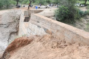 The Water Project: Kitile B Village Sand Dam -  Surroundings