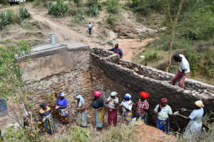 The Water Project: Kitile B Village Well -  Everybody