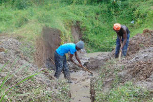 The Water Project: Shamoni Community, Shiundu Spring -  Excavation