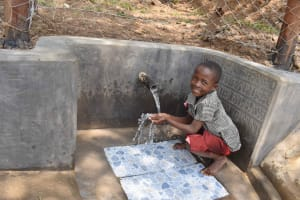 The Water Project: Lunyinya Community, Makunga Spring -  Community Enjoying Clean Water
