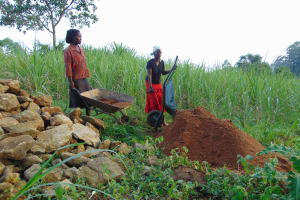 The Water Project: Malimali Community, Onyango Spring -  Community Brings Materials