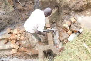 The Water Project: Khunyiri Community, Edward Spring -  Pipe Setting