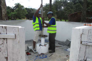 The Water Project: Lokomasama, Kalangba Junction, Next to Alimamy Musa Kamara's House -  Pump Installation