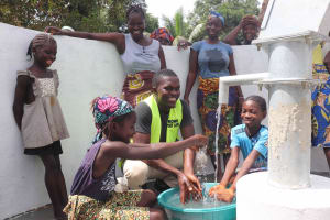 The Water Project: Kamasondo, Robay Village, Next to Mosque -  Kids And Mr Fofanah Ministry Of Water Resources